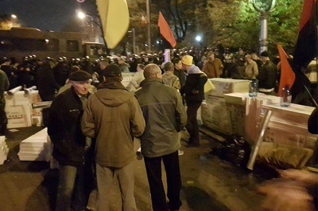 Нацполицию попросят расследовать обыски гостей парламента акционерами палаточного лагеря— Митинг под Радой