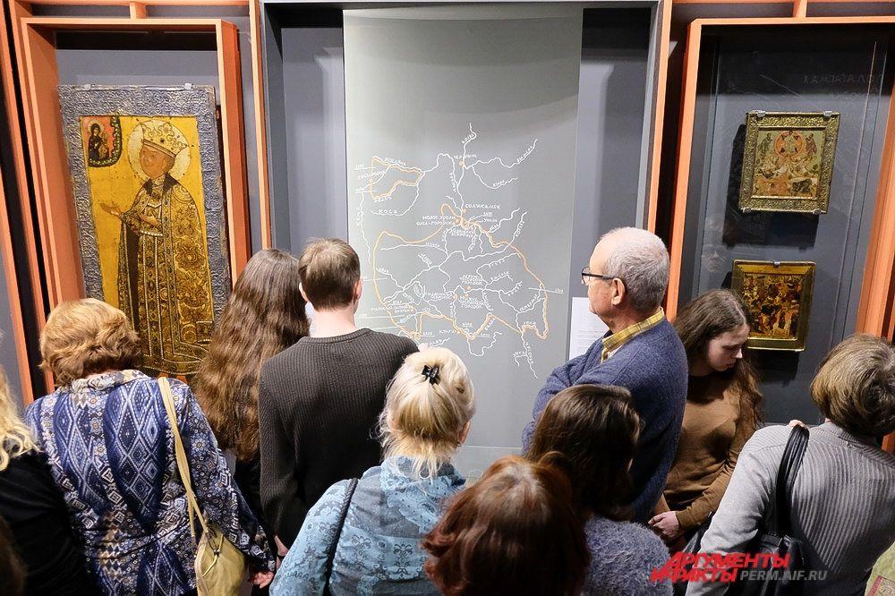 В пермской художественной галерее акция началась с открытия первой выставки из серии, посвящённой различным столицам Строгановской империи.
