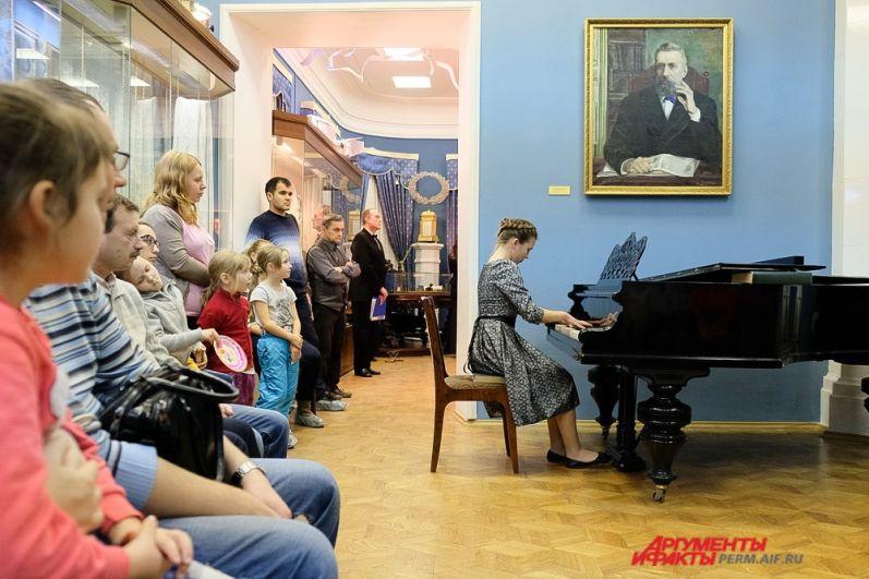 В Доме Мешкова любители живой музыки собрались, чтобы послушать концерт «Музыка в эпоху революции».