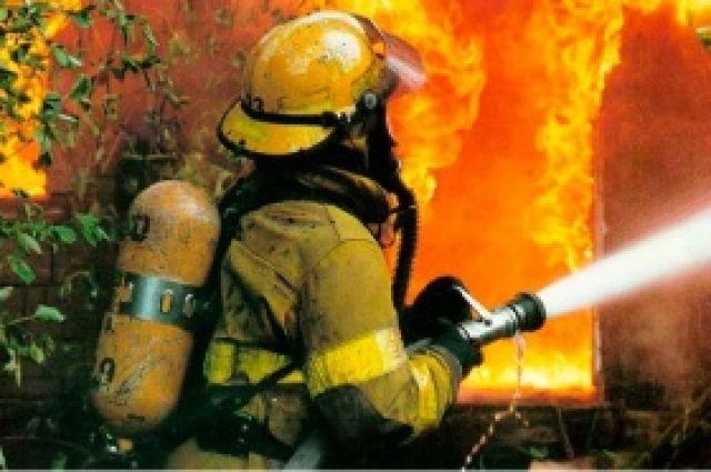 Пожар ликвидирован силами 27 сотрудников МЧС.