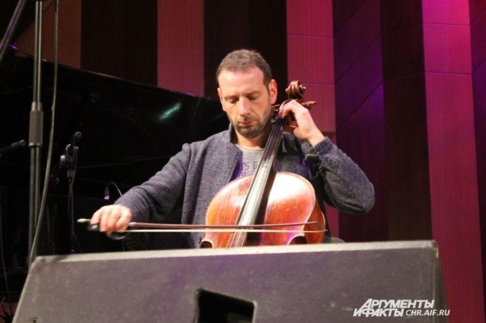 Борис Андрианов сыграл Баха на джазовом фестивале.