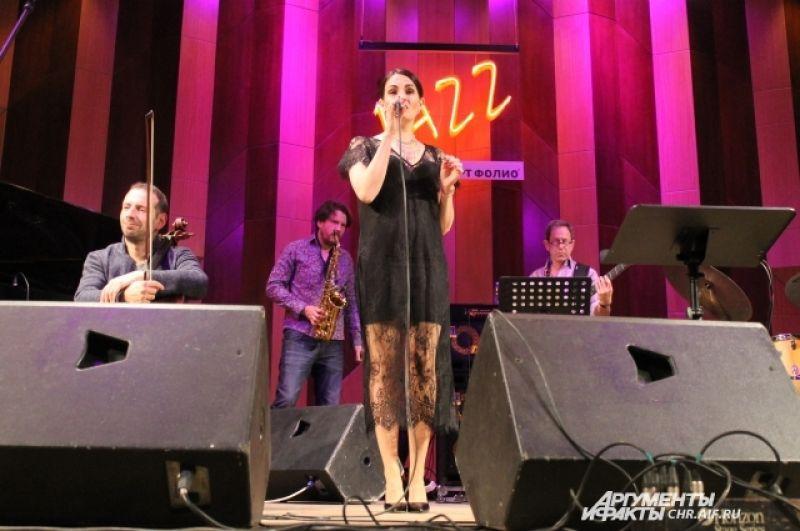 Полуфиналистка телешоу «Голос» Ксения Коробкова стала специальным гостем проекта.