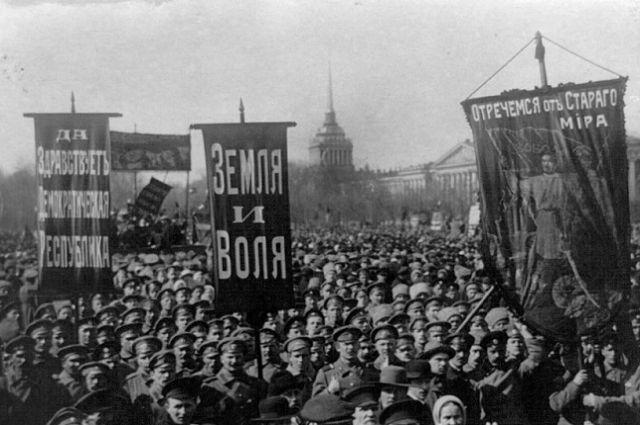 К 100-летию Октябрьской революции иркутяне подготовили несколько выставок.