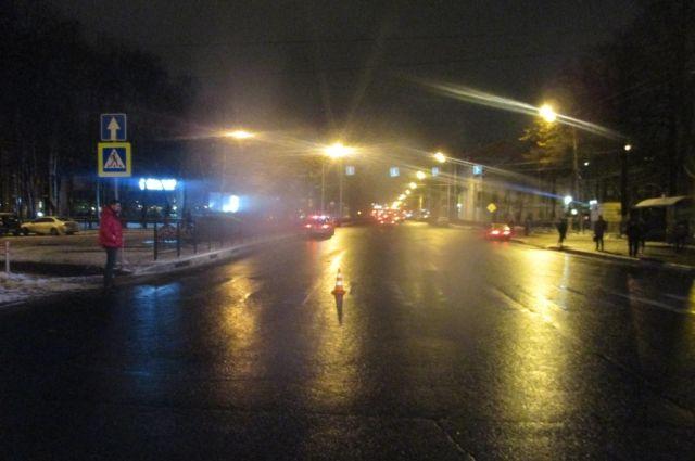 Появились ужасные кадры ДТП вНовосибирске, где иностранная машина едва несбила пешеходов