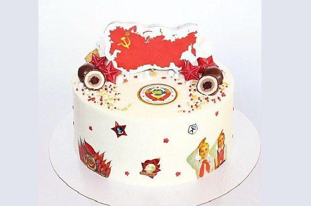 Тюменцы отмечают 7 ноября эксклюзивными тортами