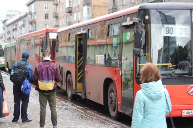 Несколько маршрутных автобусов столкнулись на перекрёстке улиц Ленина и Робеспьера.