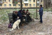 Волонтёры накормили бездомных горячей едой.