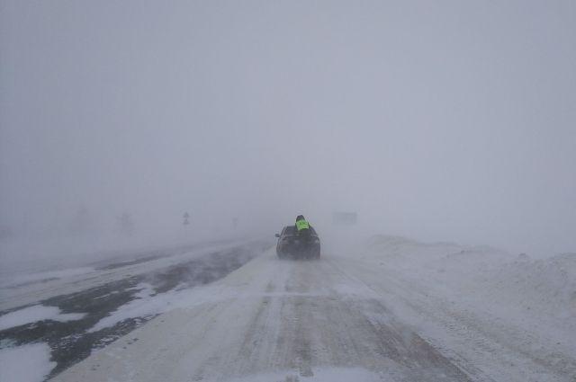 На дорогах Приангарья гололедица и снежный накат.