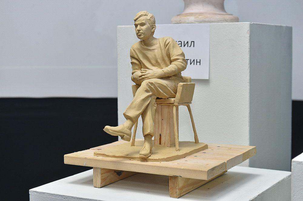 Михаил Соломатин предложил применить в проекте долговечные материалы: бронзу, натуральный камень и стеклофибробетон.