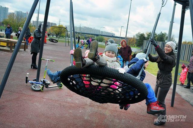 Детские площадки у нас получше, чем в Европе. Ещё бы не пускать на них собачников!