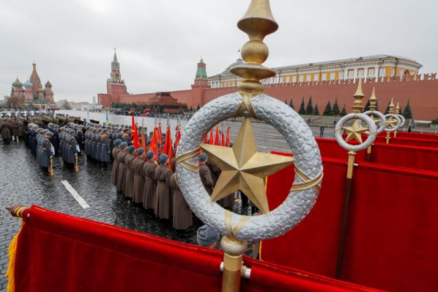 Марш в честь 76-й годовщины военного парада 1941 года на Красной площади