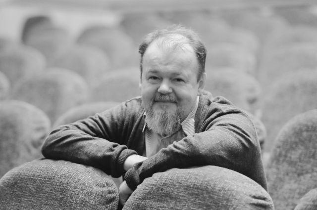 В 2006 г. режиссеру было присвоено почетное звание «Заслуженный деятель искусств Российской Федерации».