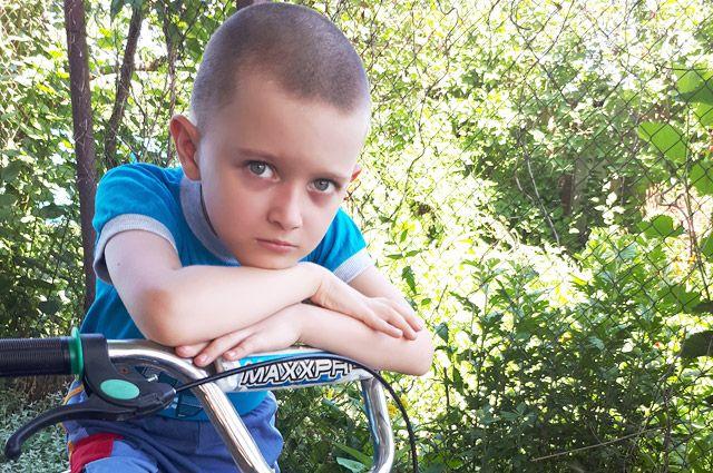 Максим ждёт, когда в нём начнёт течь здоровая кровь сильного старшего брата.