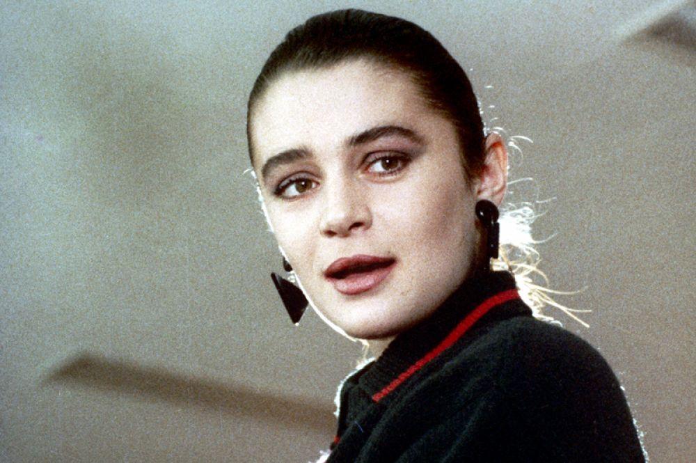 «Дураки умирают по пятницам» (1990 год) режиссёра Рудольфа Фрунтова. Оксана Фандера в роли Яны.