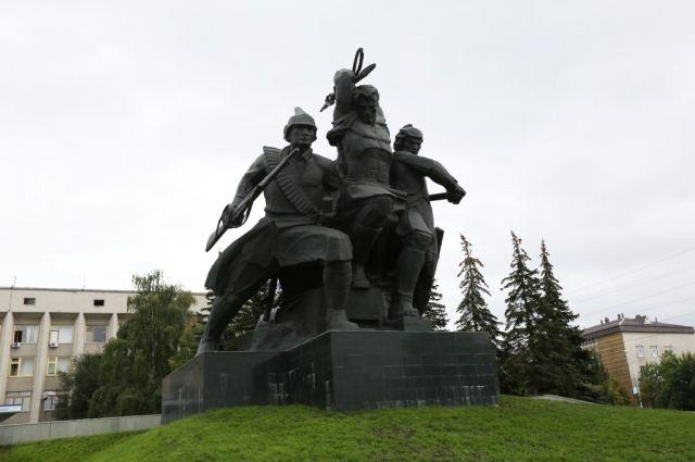 Памятник героям Октябрьской революции и Гражданской войны.