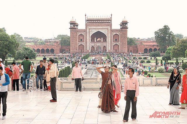 Больше всего денег государству приносят «внутрииндийские» туристы — ежегодно 700 млн отдыхают в своей стране.