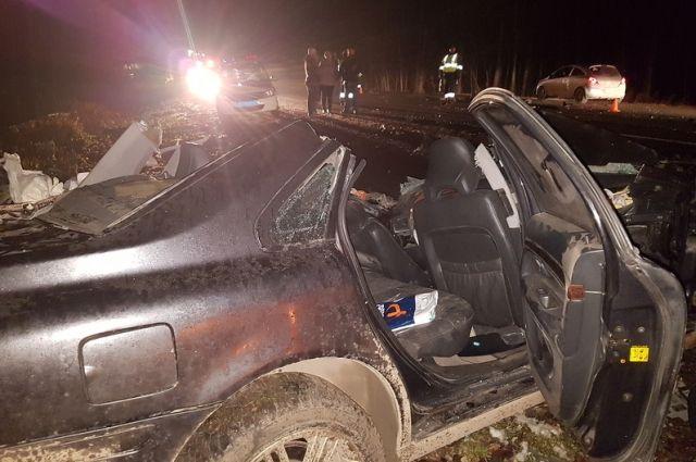 Жесткое ДТП вБашкирии: шофёр Вольво умер встолкновении с«КамАЗом»