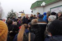 На собрание пришли около 300 жителей.