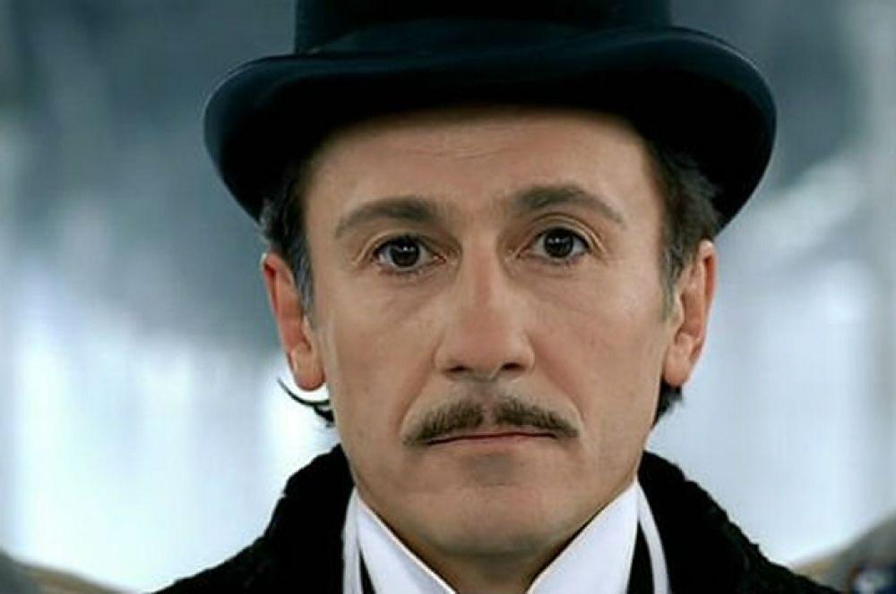В фильме «Статский советник», экранизации одноимённого романа Бориса Акунина, Меньшиков сыграл Эраста Фандорина.
