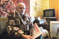 Чиновники не учли состояние больного пенсионера, теперь он замерзает в брошенном доме.