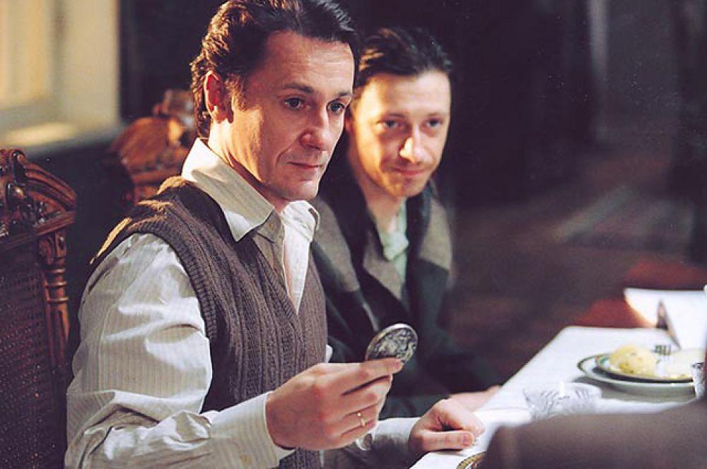 В сериале «Доктор Живаго» по роману Бориса Пастернака (2006) Меньшиков сыграл врача-интеллигента Юрия Живаго.