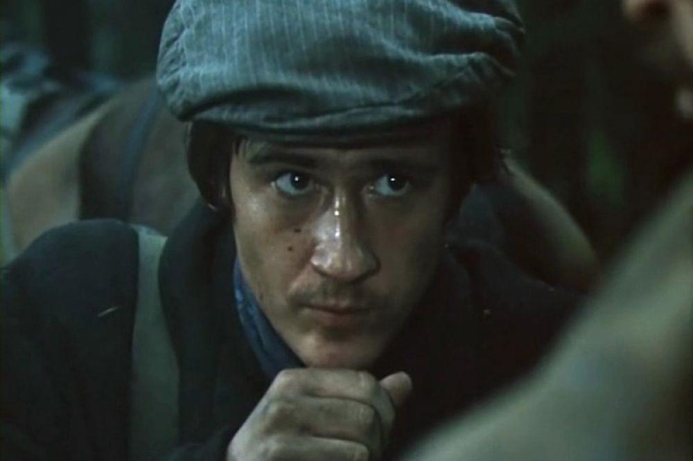 Дебют актёра в кино состоялся в 1980 году в военной драме Сурена Шахбазяна «Жду и надеюсь» (1980 год).