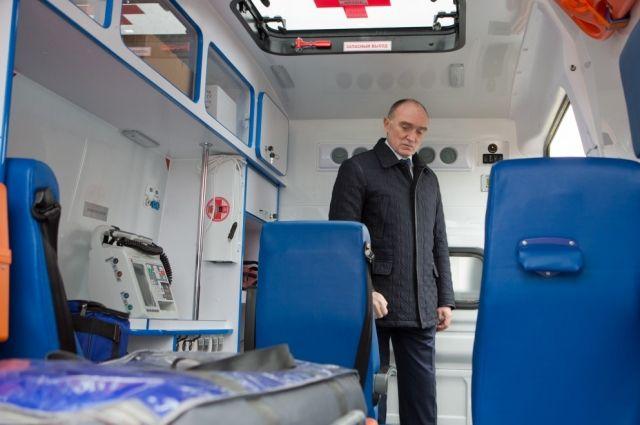 Борис Дубровский осмотрел первый отечественный реанимобиль.