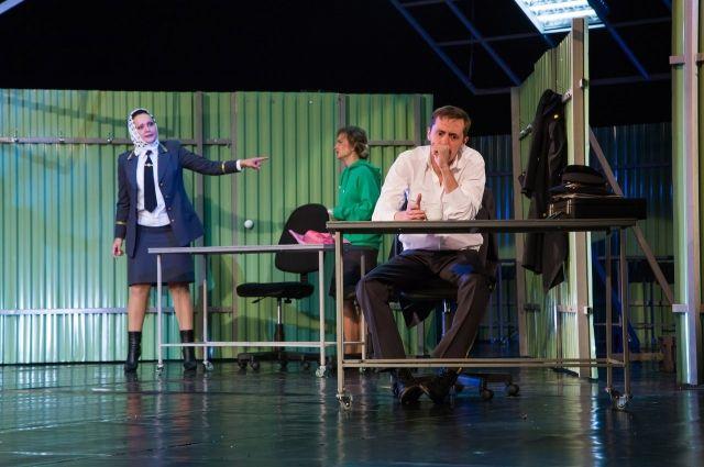 Островский и его «Доходное место» на кемеровской сцене смотрятся злободневно и не менее интересно и ярко, чем в Москве.