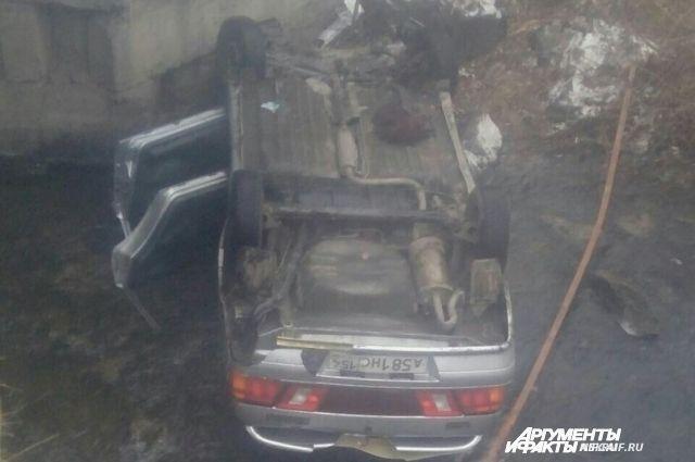 Внутри автомобиля было три человека – все без сознания.