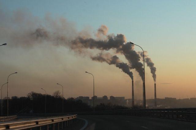 Воздух в Омске сильно загрязнён.