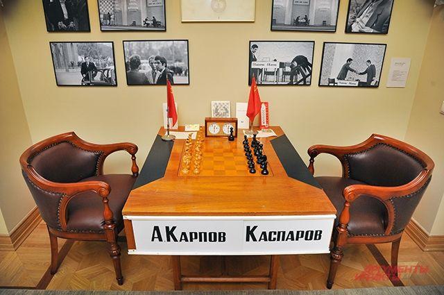 Стол, за которым играли Каспаров и Карпов в 1984 г.