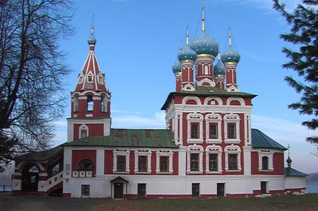 Ломоносов вошел втоп-10 малых туристических городов РФ для новогодних поездок