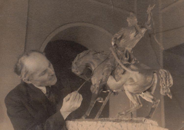 Первая демонстрация модели памятника Салавату Юлаеву, Уфа, 1943 год.