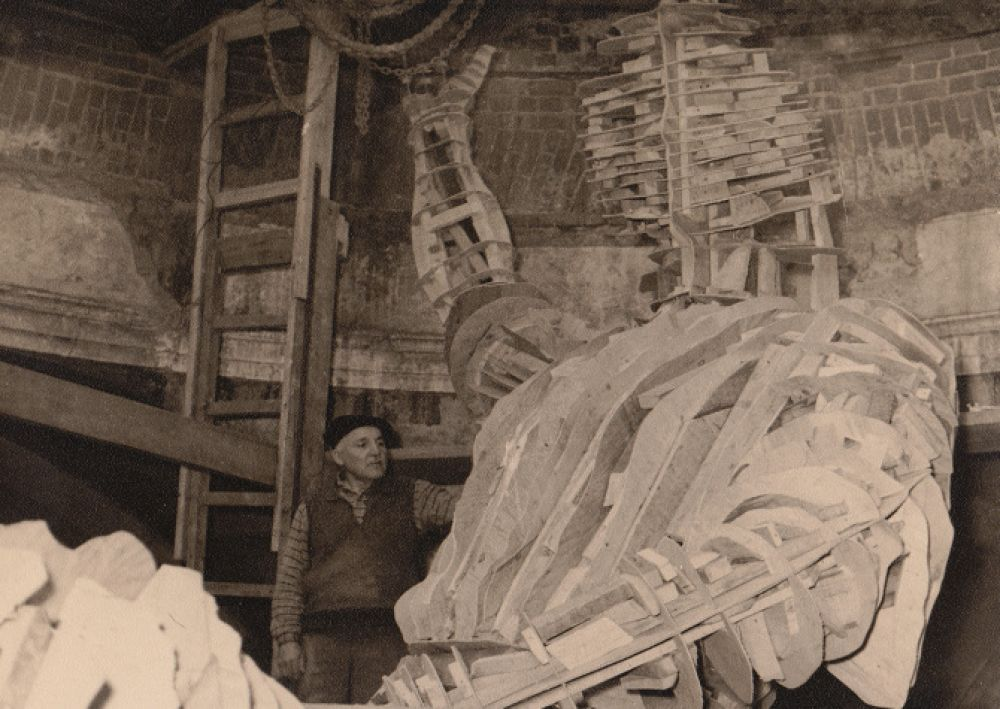 Работа над памятником Салавату Юлаеву в мастерской в Ахтырке