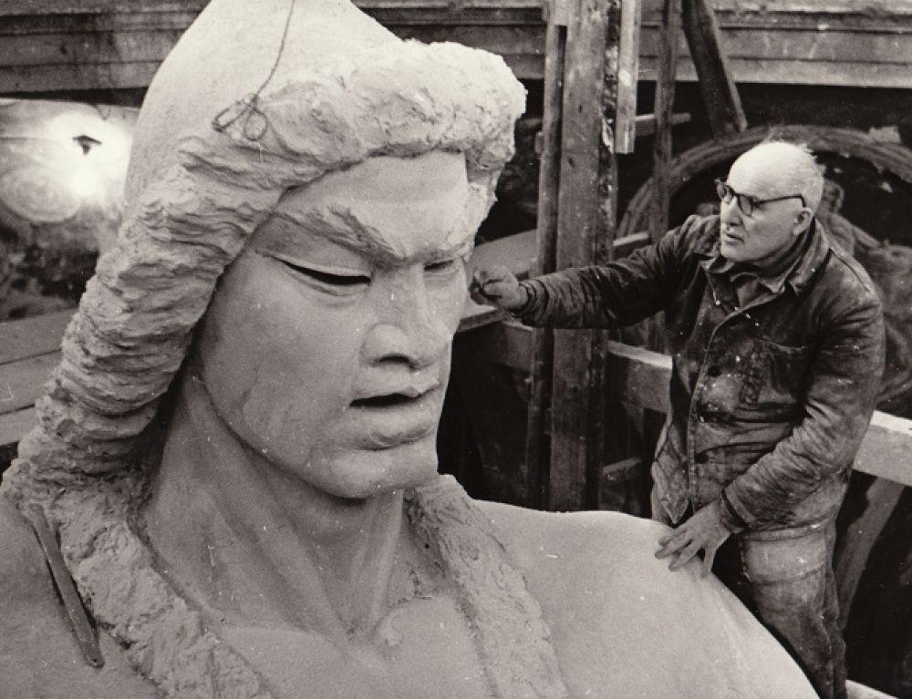 Работа над памятником Салавату Юлаеву в мастерской в Ахтырке.