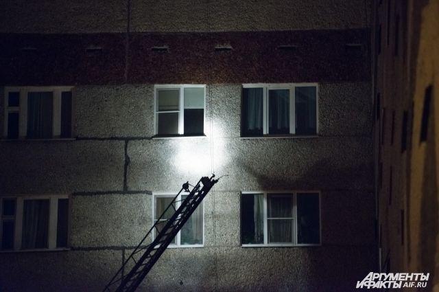 Жители дома эвакуированы.