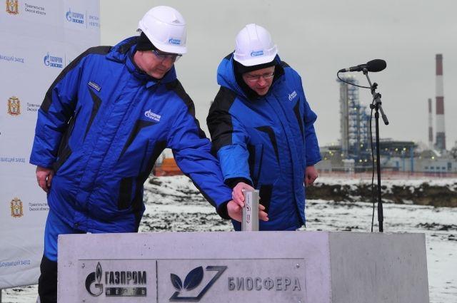 Глава Омской области и генеральный директор «Газпромнефть-ОНПЗ» дали символический старт строительству.