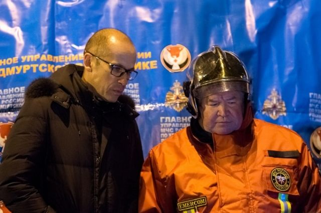 Глава Удмуртии и руководитель ГУ МЧС по региону на месте происшествия.
