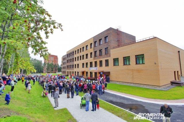 Первого сентября открыла двери новая школа №155 в Октябрьском районе.