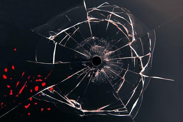 Окна 2-х автобусов повредили вАнгарске
