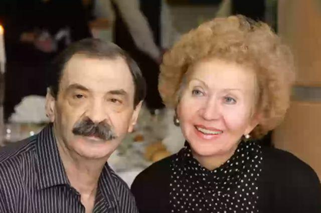 Илья Олейников с супругой.