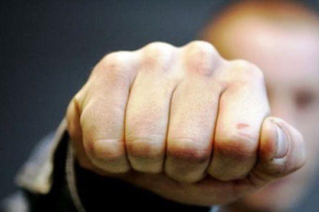 Петербуржца подкараулили двое неизвестных итяжело избили арматурой
