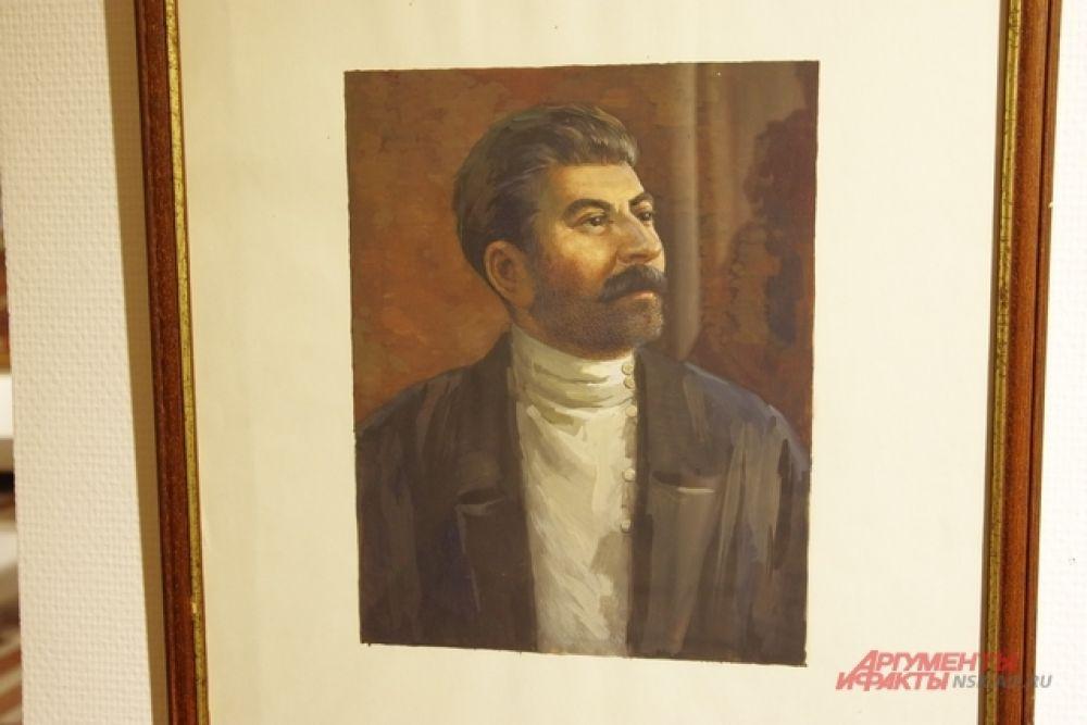 Например, высоко ценится экспертами портрет И.В.Сталина, который написал неизвестный художник. В то время (ссылка Сталина в 1912 году) становление этого политика только началось.