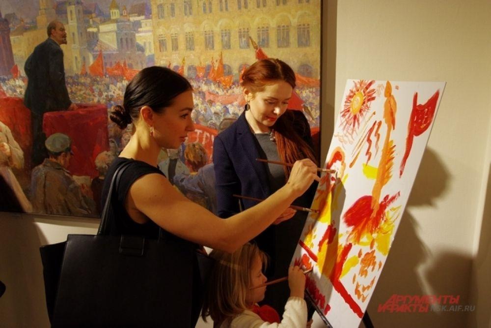 В зале был размещён мольберт с настоящими красками, чтобы каждый гость мог почувствовать себя истинным ценителем искусства и внести свою лепту в коллективный труд. Приглашенные рисовали один общий рисунок в стиле соцреализма. Атмосфера сближала.