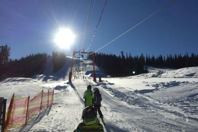 Как и в прошлом году, курорт «Горная Саланга» первым обеспечил возможность тренироваться на снегу.