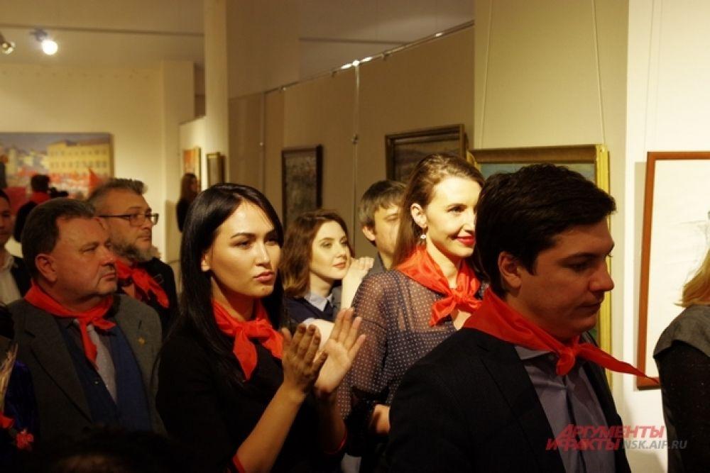 Торжественное открытие выставки вызвало бурные овации. На открытии выступили Игорь Кузнецов и Анатолий Локоть.