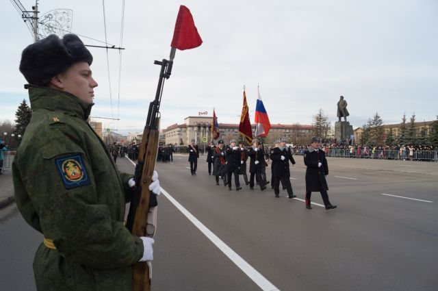 На площади Революции краевого центра прошло торжественное построение представителей силовых структур, которые ранее входили в состав милиции: полиция, Росгвардия, МЧС и ГУФСИН.
