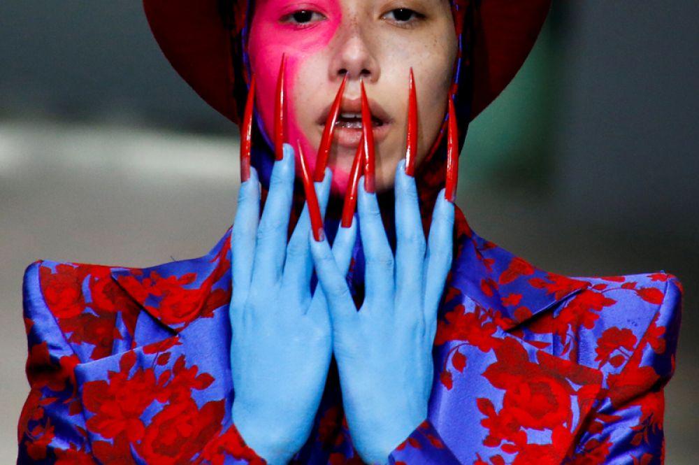 7 ноября. Модель на Китайской неделе моды в Пекине.