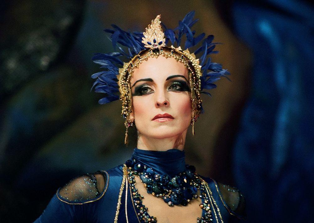 В возрожденном балете Михаила Фокина «Синий бог» Илзе танцевала Богиню в дуэте с Николаем Цискаридзе.