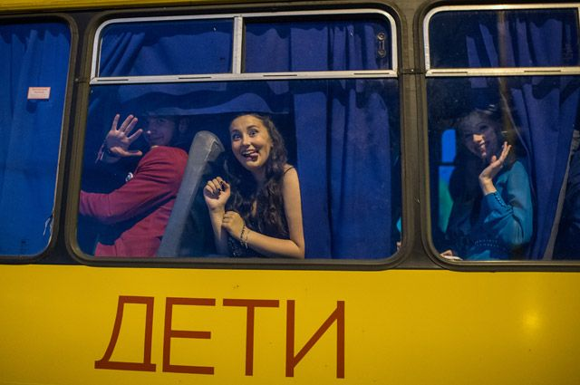 Детский творческий коллектив ехал в Красноярск.